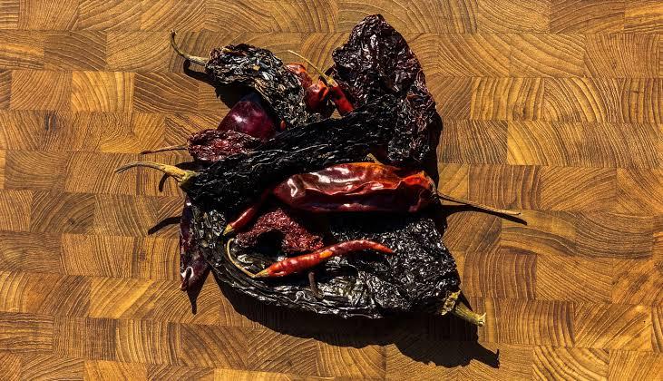 Estas opciones de salsa para tus chilaquiles, te darán la perfección - chile-pasilla-mixe