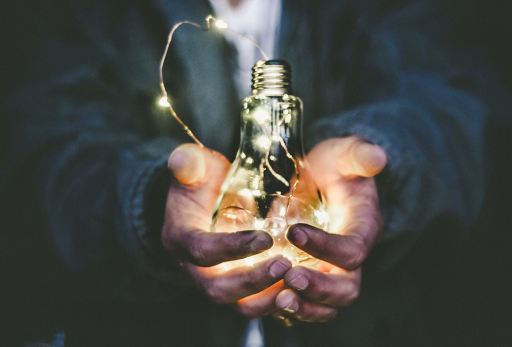 Challenge Yourself: 7 actividades diarias para desarrollar tu creatividad en casa - podcasts-creatividad-1024x694