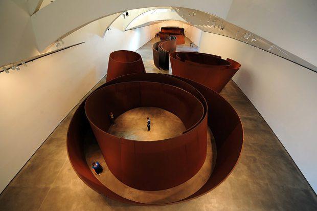 Esto es lo que hace a los museos Guggenheim tan importantes - richard-serra-2