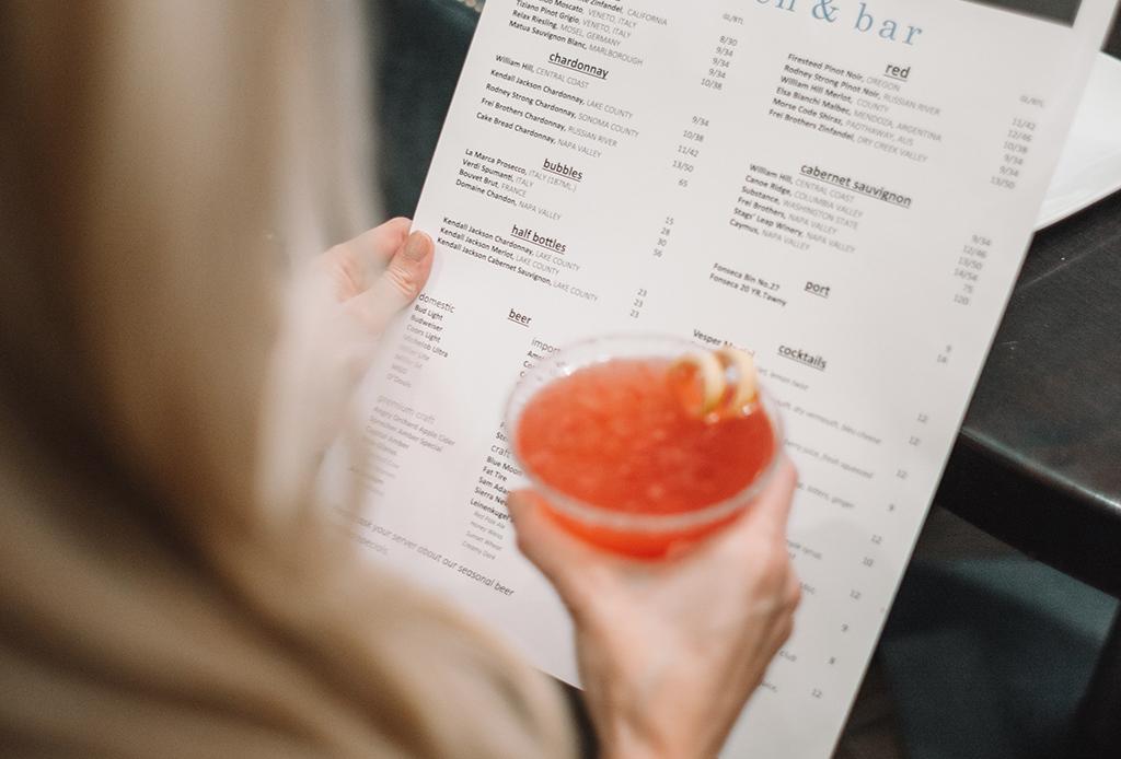 Aprende a leer un menú de coctelería como un verdadero bartender
