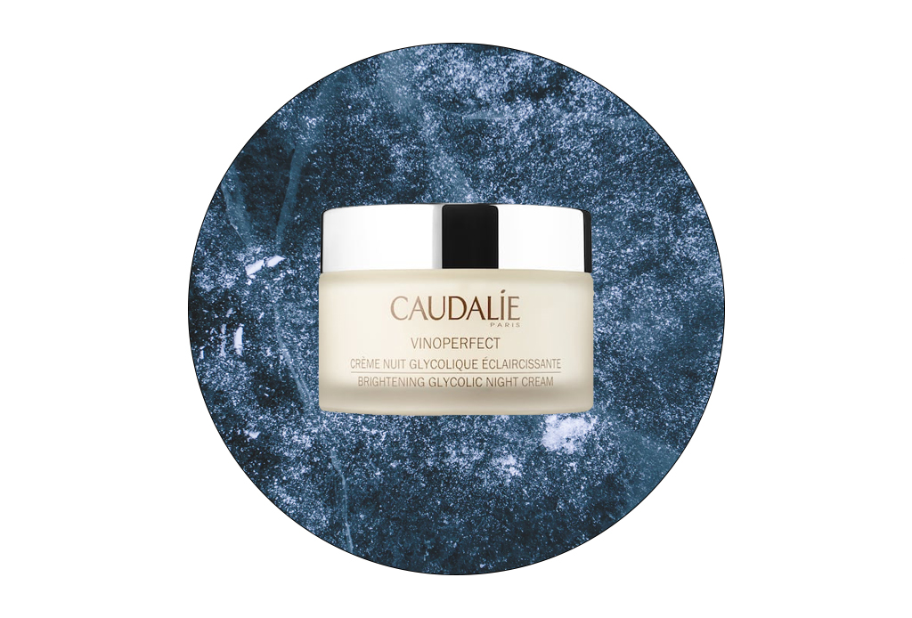6 cremas y sueros de noche para reparar tu piel mientras descansas - caudalie-vinoperfect