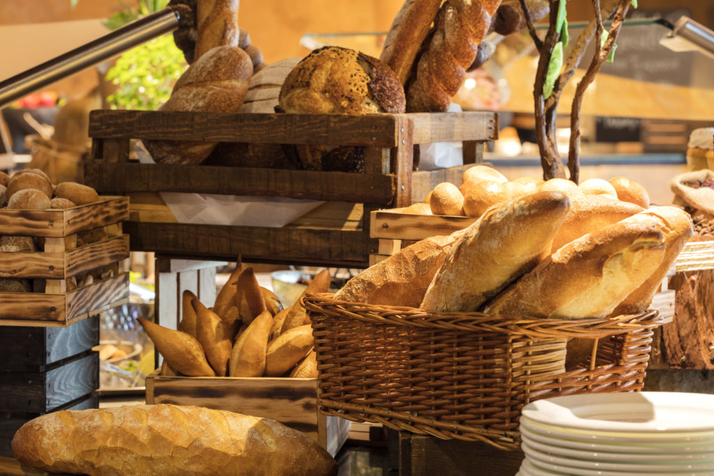 De acuerdo a los chefs, estas serán las tendencias de comida más importantes de 2020 - hilton-reforma-panaderia-1-dones