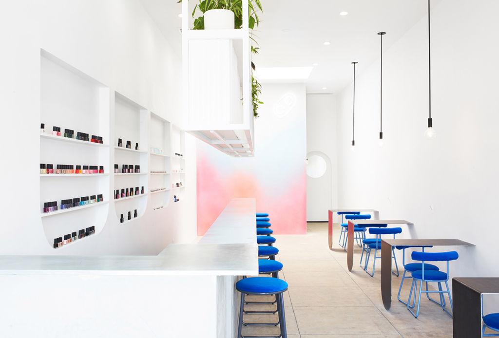 Así puedes combinar el Classic Blue, el color de Pantone para 2020 - nail-salon