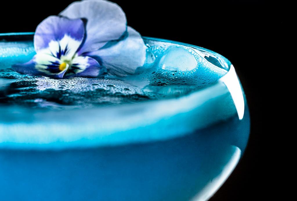 Este drink sabe al color del año: Pantone Classic Blue 19-4052, ¿lo probarías? - classic-dawn-punch