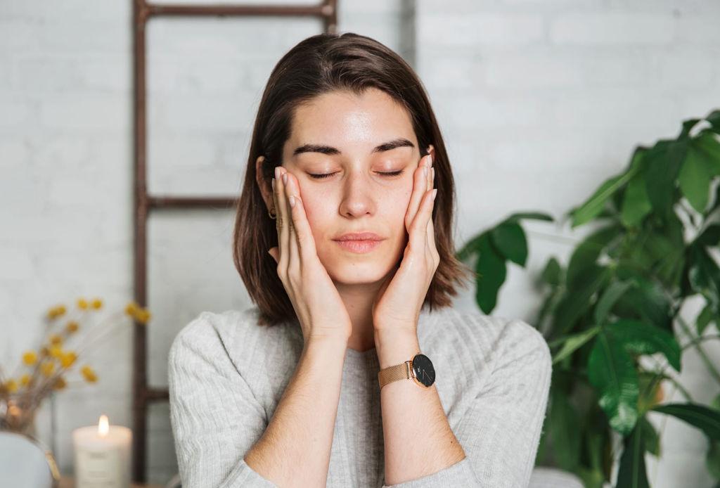 Muchos se saltan este paso en su rutina skincare y es el más importante - masaje