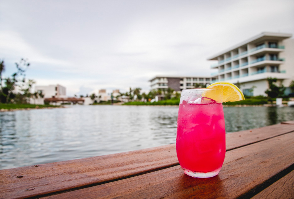 ¿Drinks sustentables? Este hotel en Costa Mujeres, Cancún, tiene las mejores opciones - aqua-bar-2