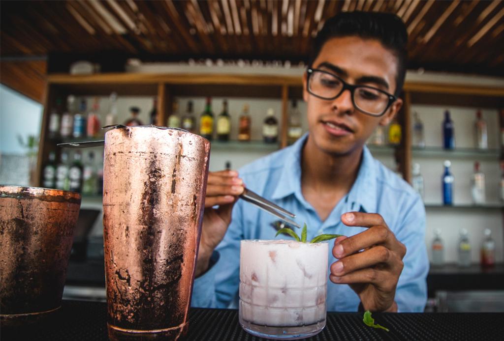 ¿Drinks sustentables? Este hotel en Costa Mujeres, Cancún, tiene las mejores opciones - aqua-bar-3