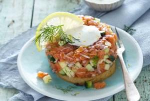 Prepara esta tártara de salmón y manzana perfecta para combatir el calor