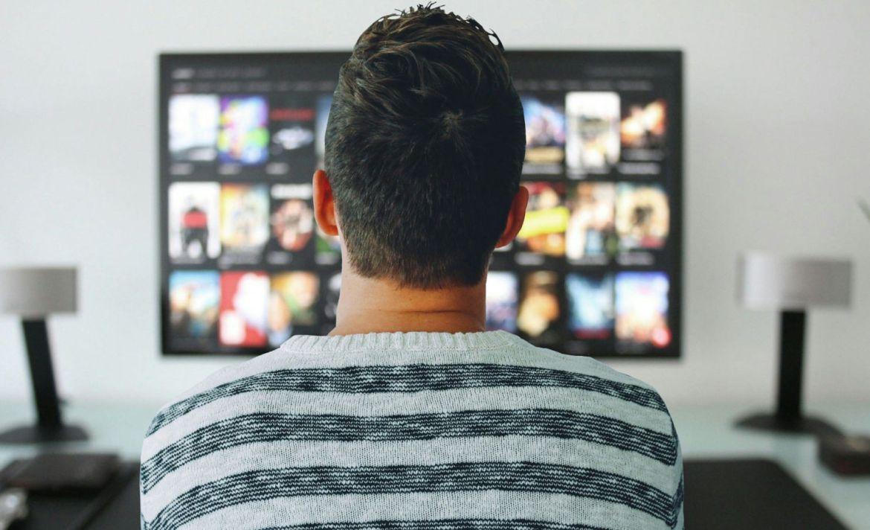 Rutina nocturna para dormir bien - descansar-television-movimiento