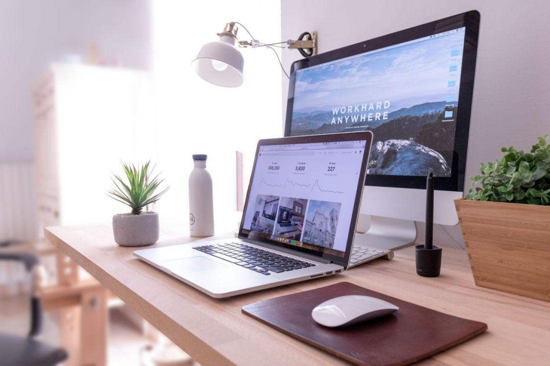 'Home Office': siete tips si es tu primera vez y que no falles en el intento - domenico-loia-hgv2tfoh0ns-unsplash
