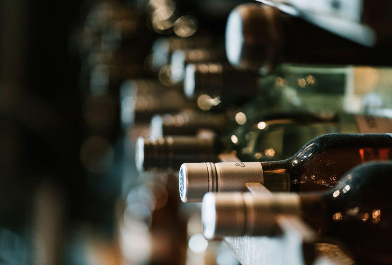 ¡Atención amantes del vino! Estos tips te convertirán en un sommelier desde casa - consejos-catador-de-vino
