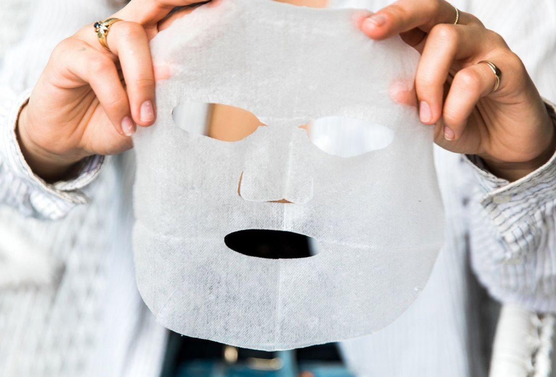 DIY: Haz esta eco-friendly sheet mask con alguna de tus camisetas viejas - diy-sheet-mask