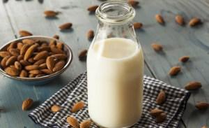 Cómo hacer leche de almendra, avena, nuez y coco en tres pasos