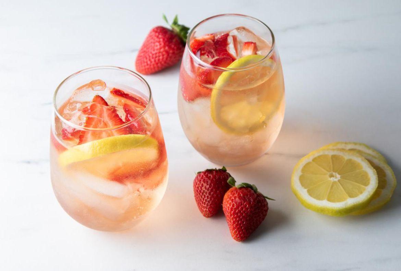 ¿Alguien dijo Aperol Spritz? Dale un twist a uno de nuestros favoritos - receta-strawberry-spritz