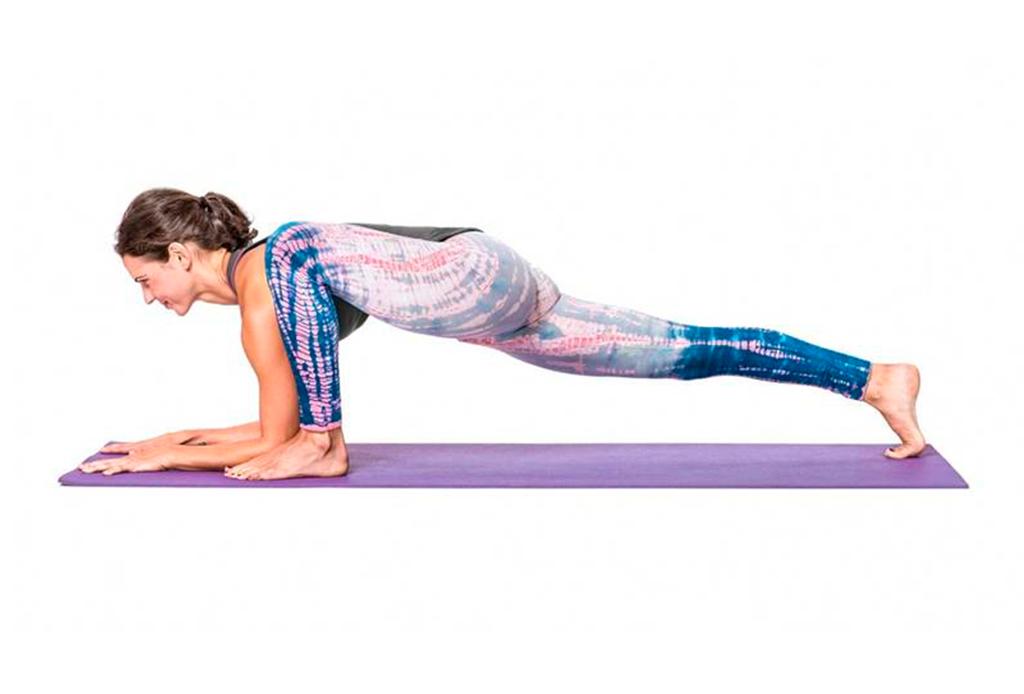 7 posturas de yoga (fáciles) para aliviar la espalda de las horas de home office - yoga-espalda-2