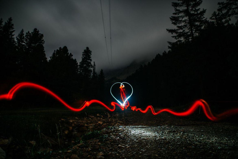 ¿Sabías que cuando naces hay un hilo rojo te conecta con alguien muy especial? - simon-migaj-vjim5-ukvfy-unsplash