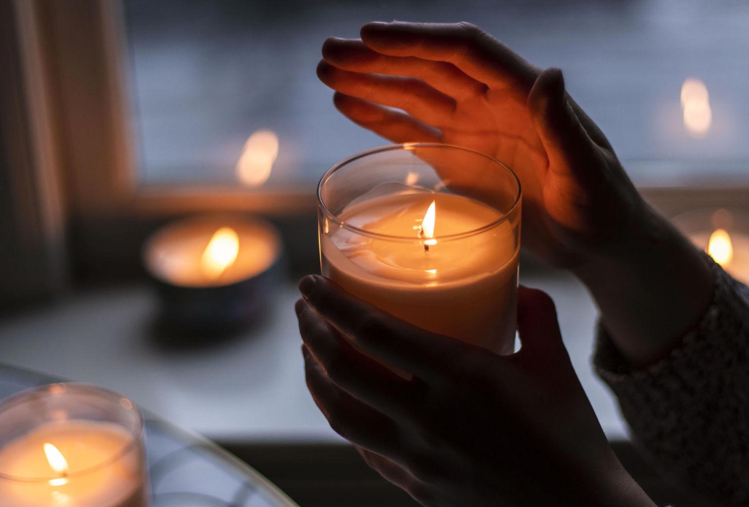 Descubre el poder de las velas con intención con estas marcas mexicanas