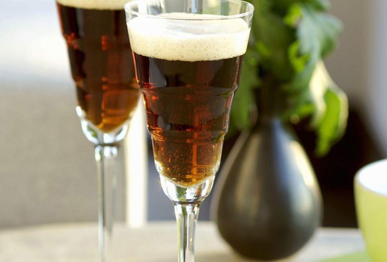 3 sencillos cocteles con cerveza artesanal que tienes que probar ya - black-velvet-coctel-cerveza