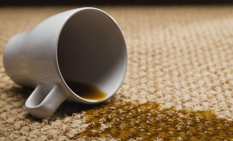 Así es como puedes quitar cualquier mancha de una alfombra - cafe