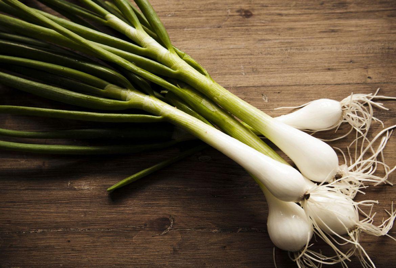 Estas verduras son ideales para volver a cultivar ¡en un frasco con agua! - cebollin