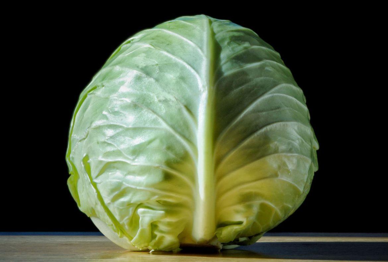 Estas verduras son ideales para volver a cultivar ¡en un frasco con agua! - col