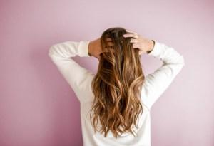 Hacer tu propio shampoo en seco nunca había sido tan fácil