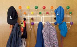 Este Hang-It-All de Herman Miller es lo que necesitas para celebrar el pride