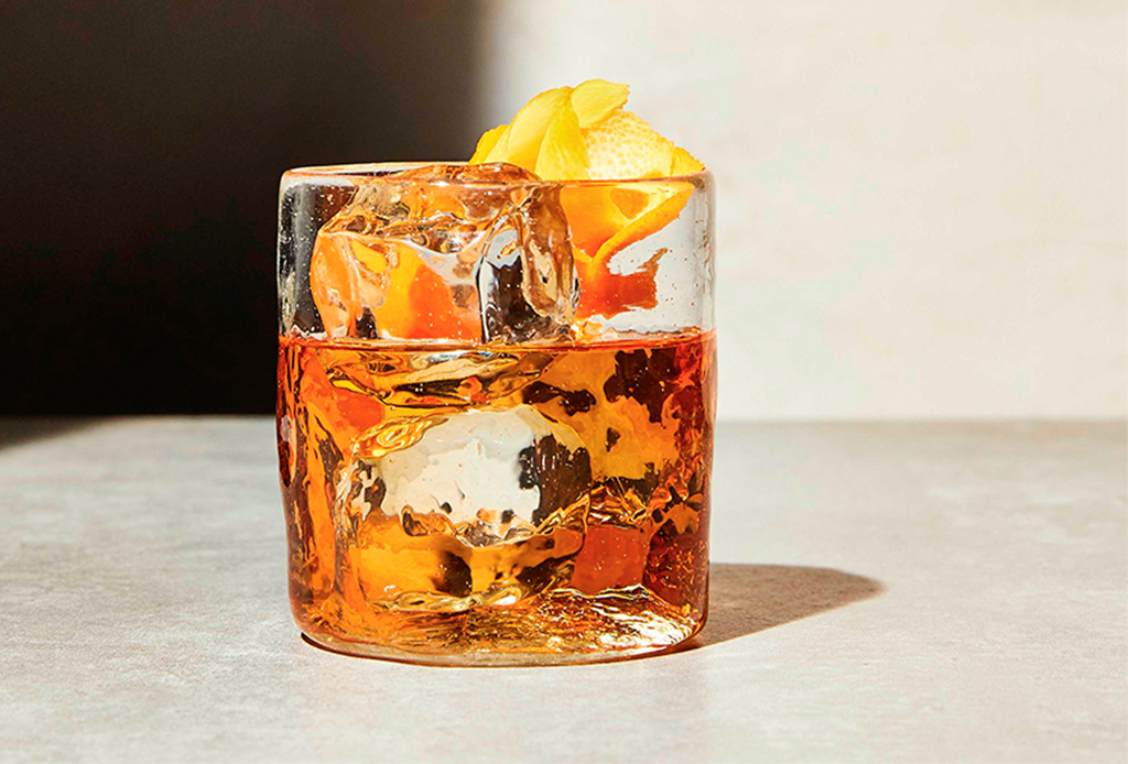 Prepara un Old Fashioned ¡con licor de maíz! - jilo-old-fashioned