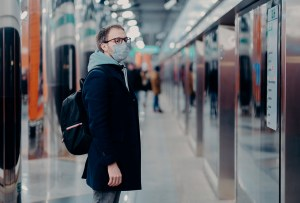 4 pasos para manejar la ansiedad si debes ir a lugares públicos