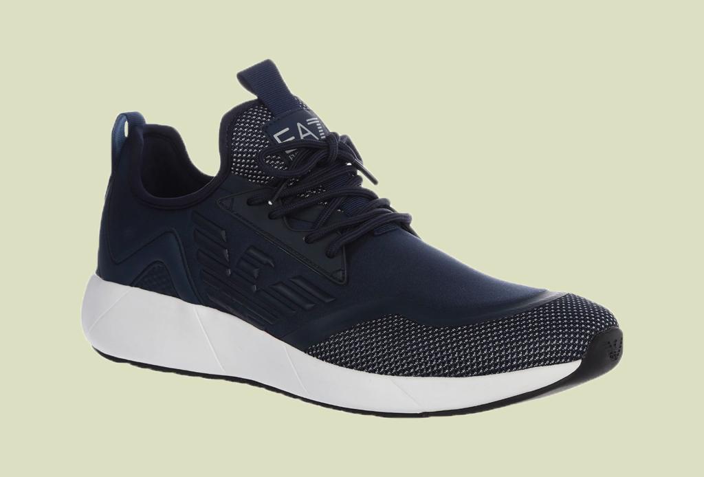 Los 7 zapatos más versátiles que todo hombre debe tener - tenis-hombre-liverpool