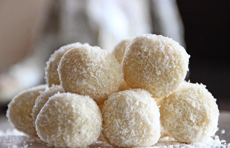 ¿Antojo de trufas dulces? Te damos 3 recetas fáciles y healthy - trufas-de-coco-1