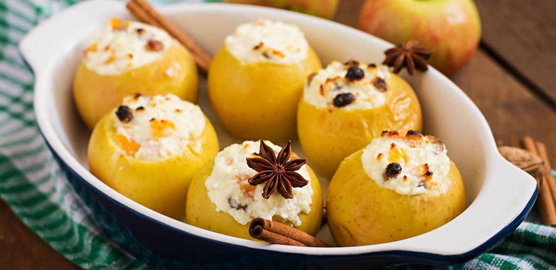 Manzana rellena de queso con arándanos ¡Regálate un postre healthy!