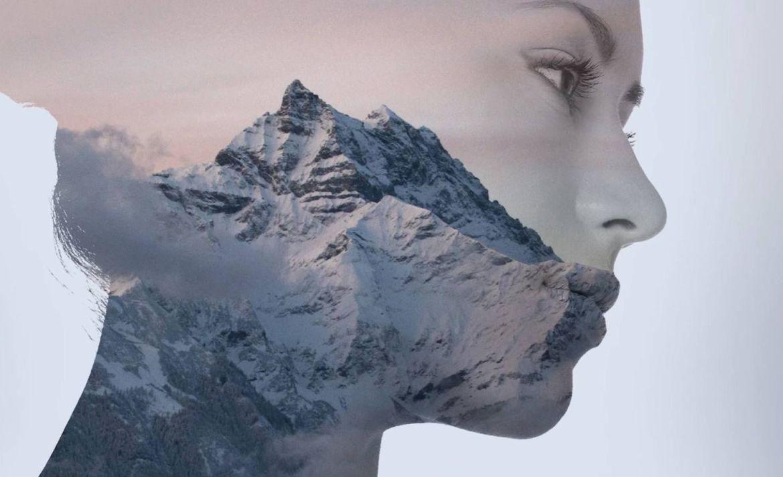 Mejora tu intuición y aprende a tomar mejores decisiones - doble-exposicion-mujer-montana