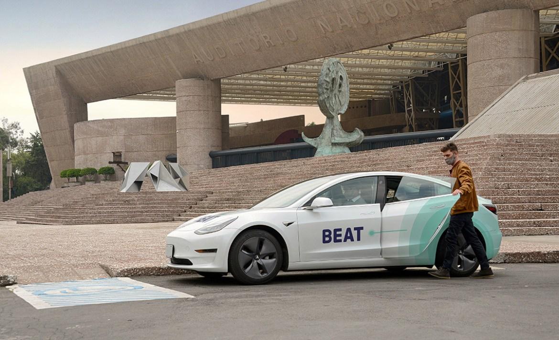 Todo esto sucede cuando viajas en un Tesla de Beat - beat-tesla-service_4