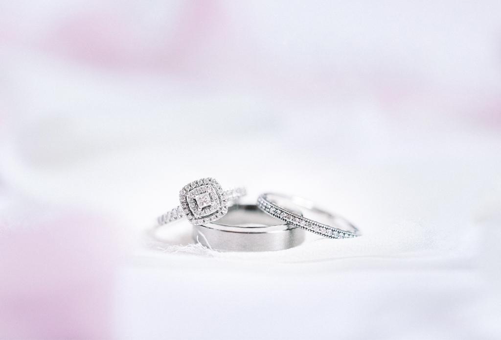 ¿Estás buscando un regalo realmente único? AMEX tiene ese complemento especial - anillo-joyas-amex-guard-seguros