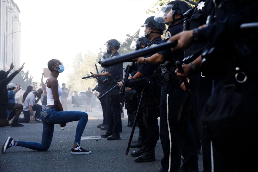 Las fotos más icónicas del 2020, memorias que te encantarán - policias