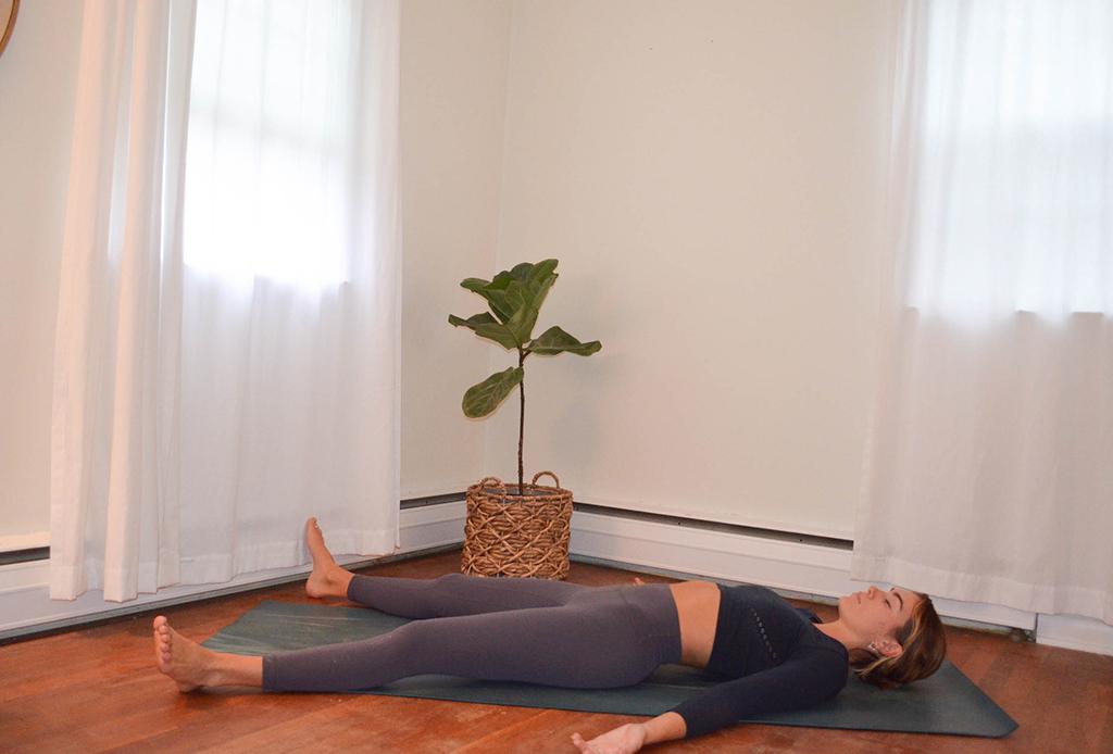 Una secuencia de yoga perfecta para combatir el frío del invierno - yoga-invierno-7