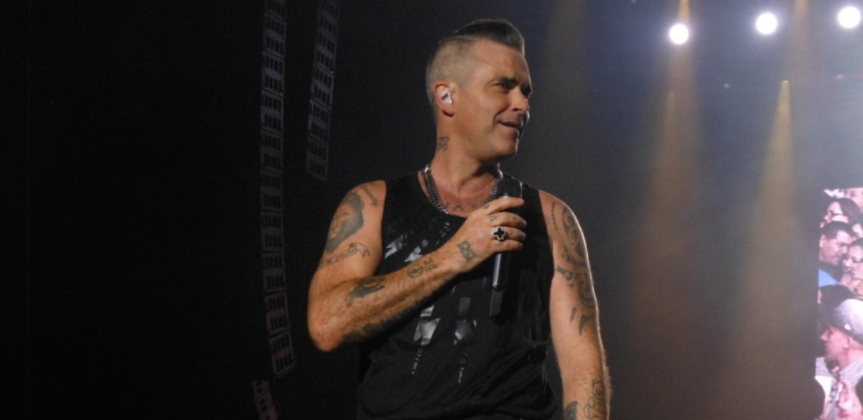 Robbie Williams es un verdadero Showman de pies a cabeza - sabrina-30