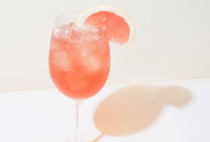 ¿Calor? Refréscate con este delicioso Rosé Aperol Spritz