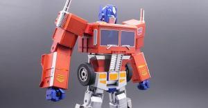 Este es el primer Optimus Prime que se transforma completamente solo