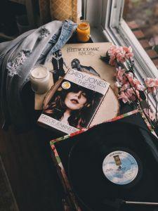 Más allá de la autobiografía, estas son las novelas sobre rock que necesitas leer