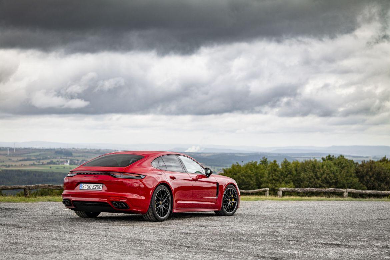 Conoce el futuro del automovilismo con el nuevo Porsche Panamera - img-3
