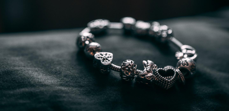Marcas de charms que tienes que conocer ¡Complementa tus accesorios!