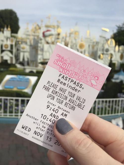 it's a small world holiday FASTPASS