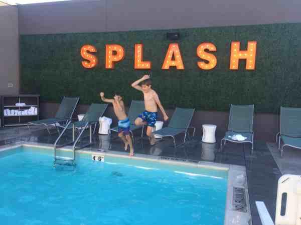 Springill suites Disneyland pool