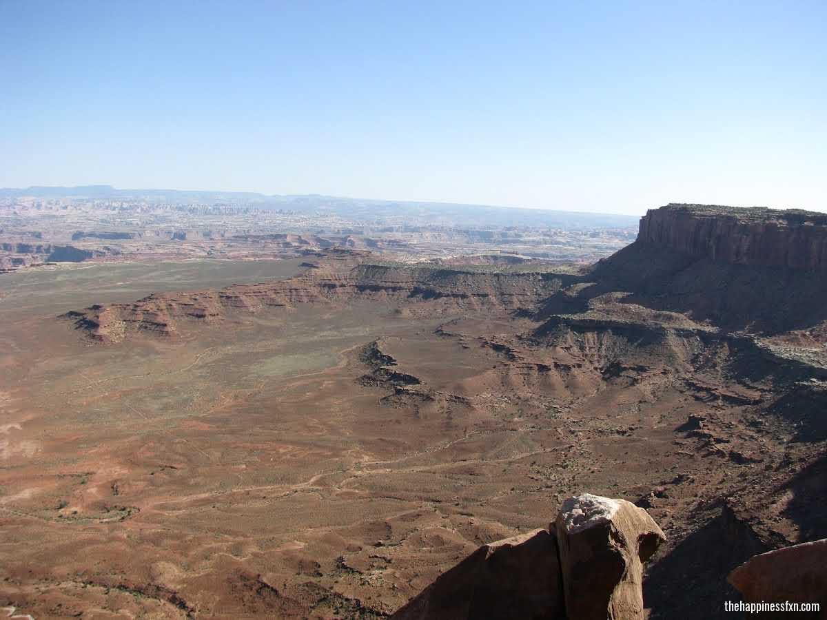 canyonlands-national-park-overlook-moab-summer