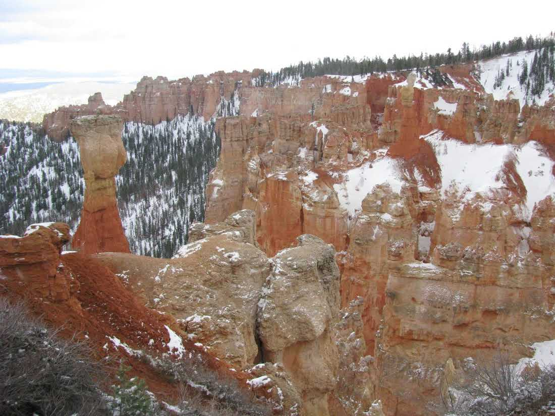 bryce-canyon-hoodoos-with-snow