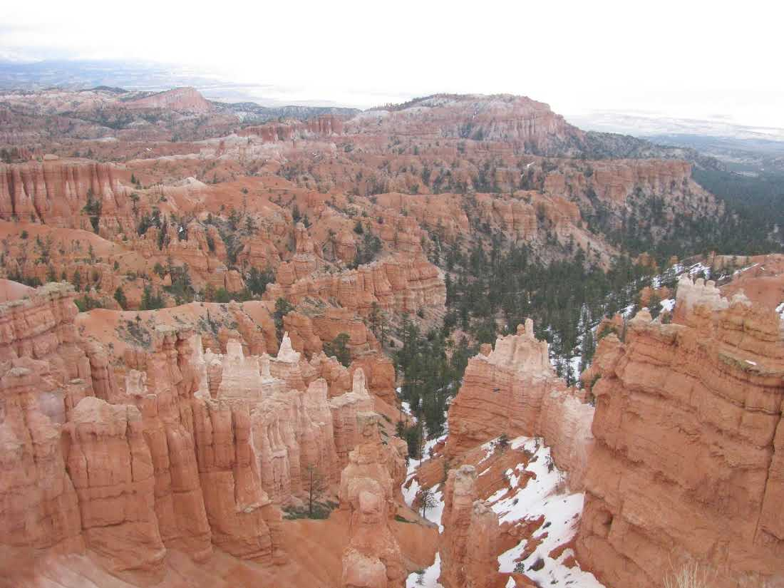 bryce-canyon-hoodoos-late-spring-snow