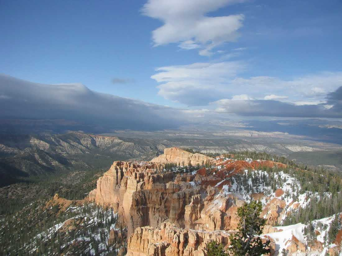 bryce-canyon-national-park-overlook-april