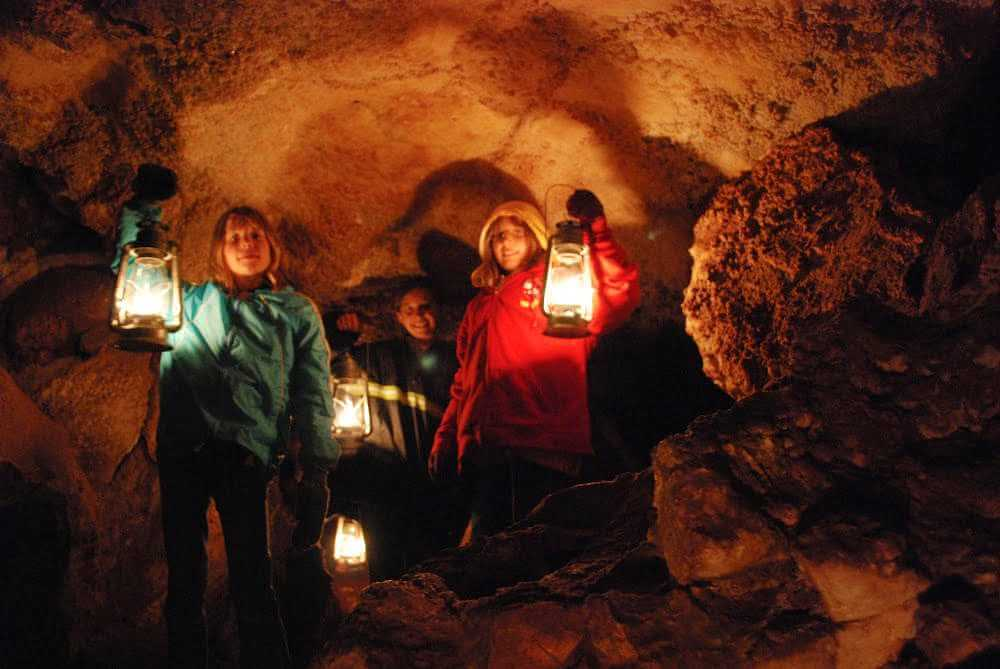 jewel-cave-national-park-lantern-tour